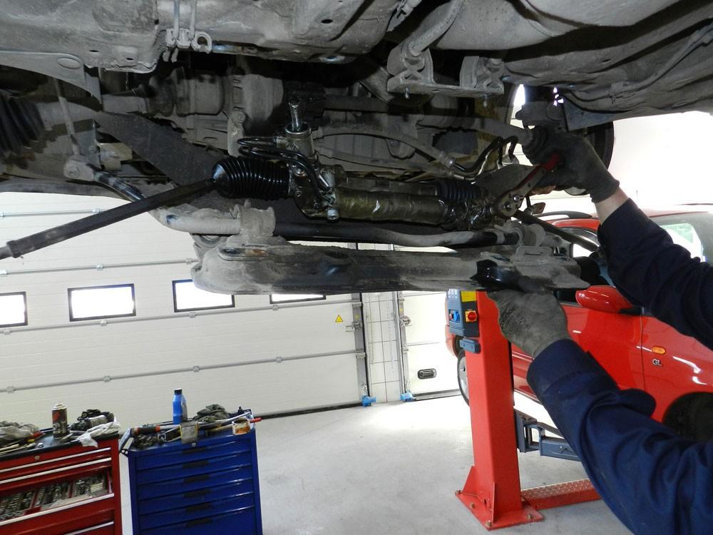 Mechanik podczas pracy